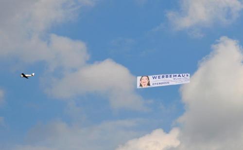 Skybanner Werbehaus